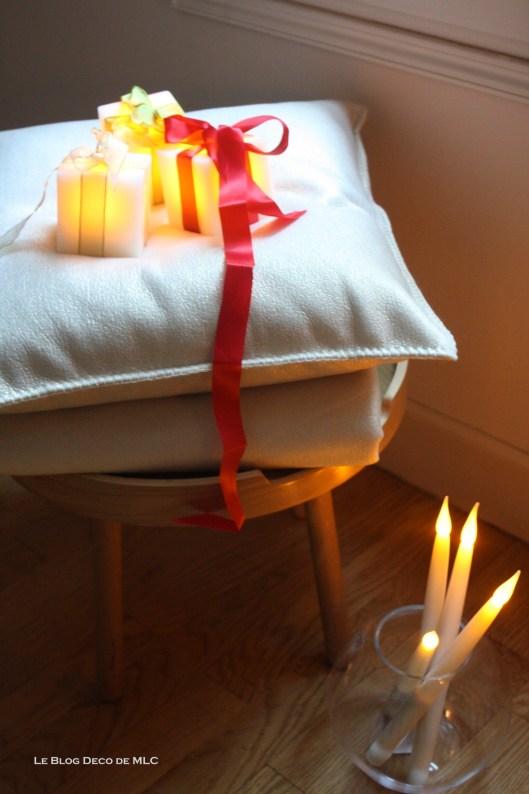 Noël-déco-champagne-et-bougies-led pour-une-fête-magique-coussin-doré-Zoeppritz