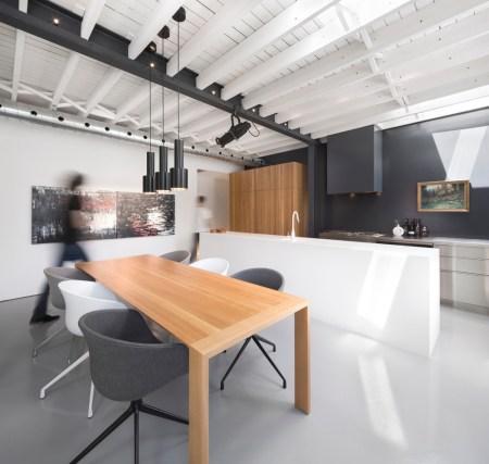 Design-et-meubles-scandinaves-dans-un-loft-industriel-espace-table