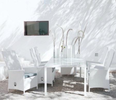 Une-jolie-sélection-de-mobilier-extérieur-table-satorin