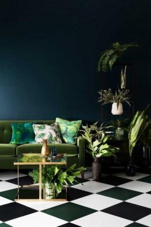 Mur-vert-émeraude-ses-associations-dans-ma-déco-nelly-rodi-plantes