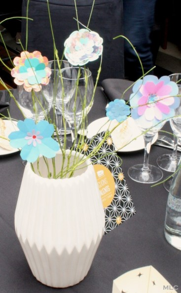 origami-fleur-papier-decoration-table