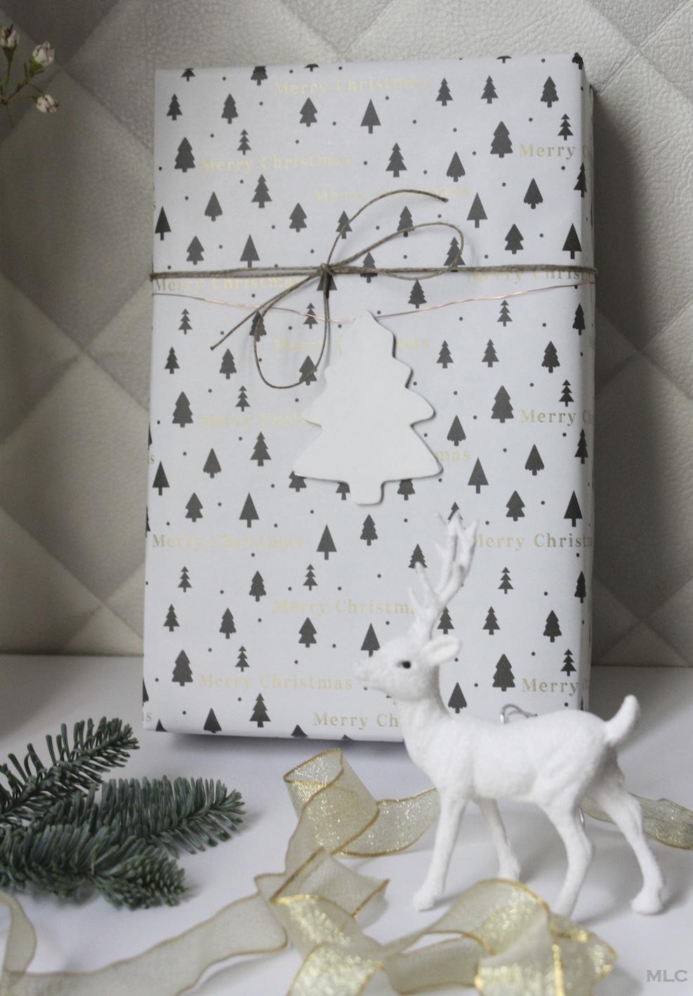 Decoration De Paquets Cadeaux des petits sapins d'argile fait maison pour de beaux cadeaux