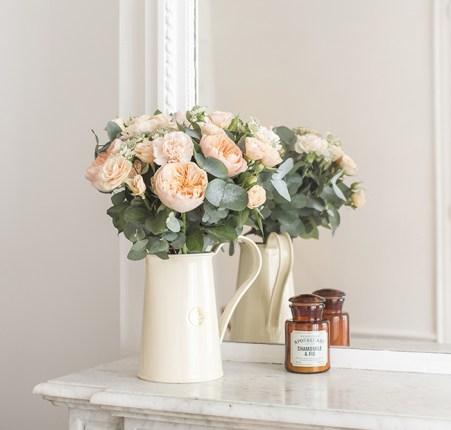 joli-eucalyptus-bergamotte-deco-cheminee-marbre-blanc