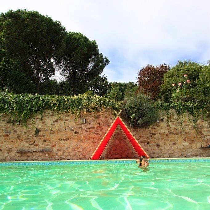 tente-enfant-piscine-jardin