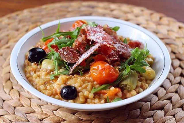 Ce midi ctait un risotto de fregolasarda avec des oliveshellip