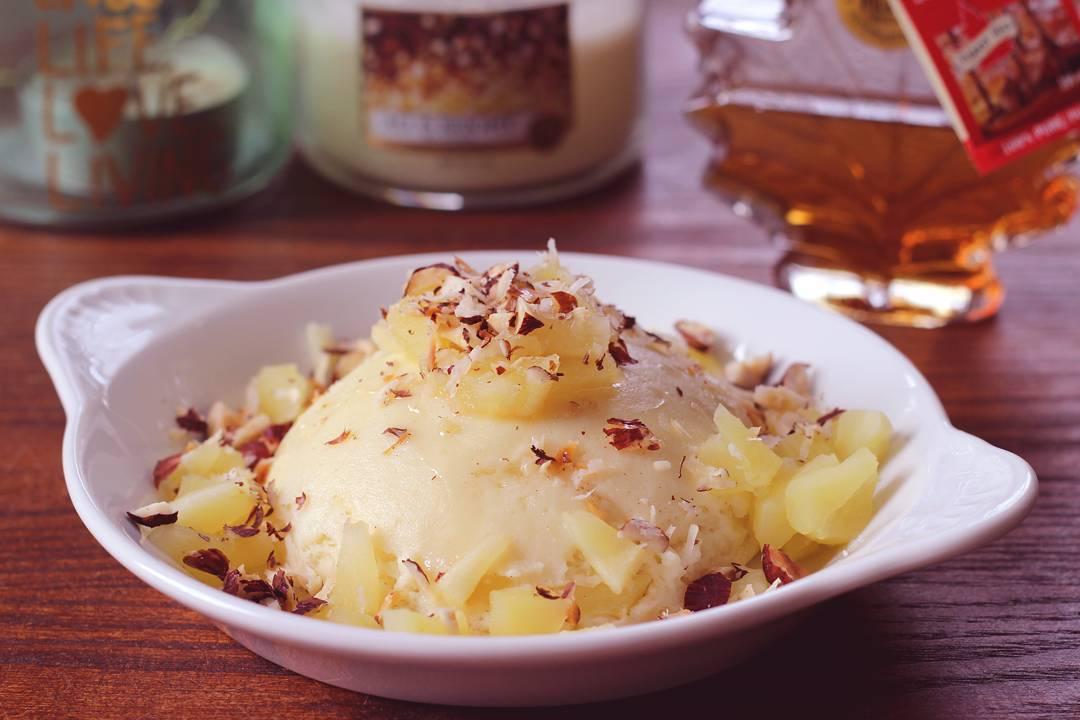Hello les beauts voil mon petitdjeuner dhier un bowlcake pommenoisettehellip