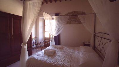 tuscany villa for rent,villa Le bolli Siena,romantic room