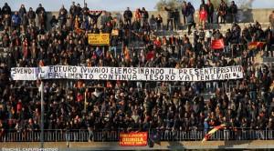 Striscione contro i Tesoro Curva Nord Lecce