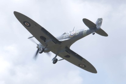 Spitfire Mk IX MH434 Flying Legends 2015