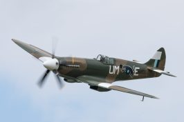 Spitfire Mk XIX PS890 ( Photo © Damien Defever )