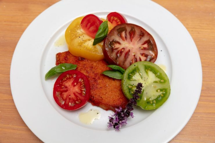 food for sports a plate of vegetarian tomatoes