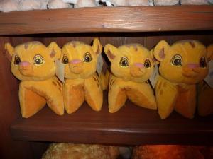 Comment résister à ces si craquante (mais encombrantes ! ) petites bouilles ? Pensez au Shopping Service de Disneyland Paris !