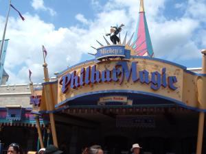 L'entrée de Mickey's Philarmagic, à Fantasyland.