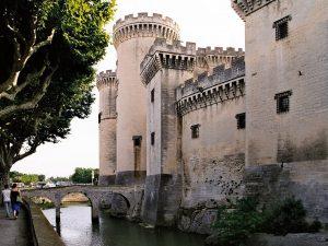Le château de Tarascon fut bâti sur le rocher ou siégeait la tarasque, un monstre légendaire ...
