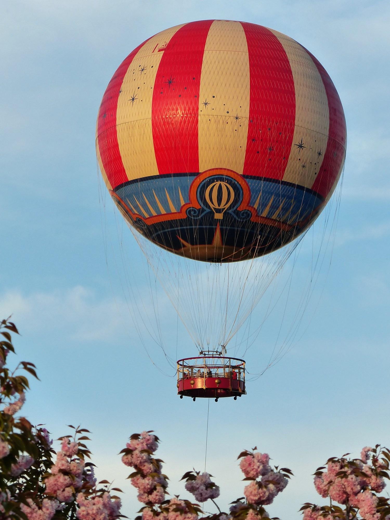 Promenade en ballon à Disneyland Paris.