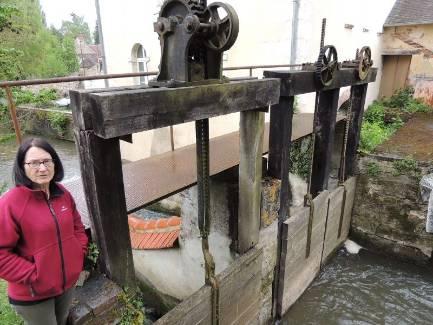 À Margon, Michèle Sortais espère que les vannes de son moulin ne seront pas concernées. - Vial Jean-loup