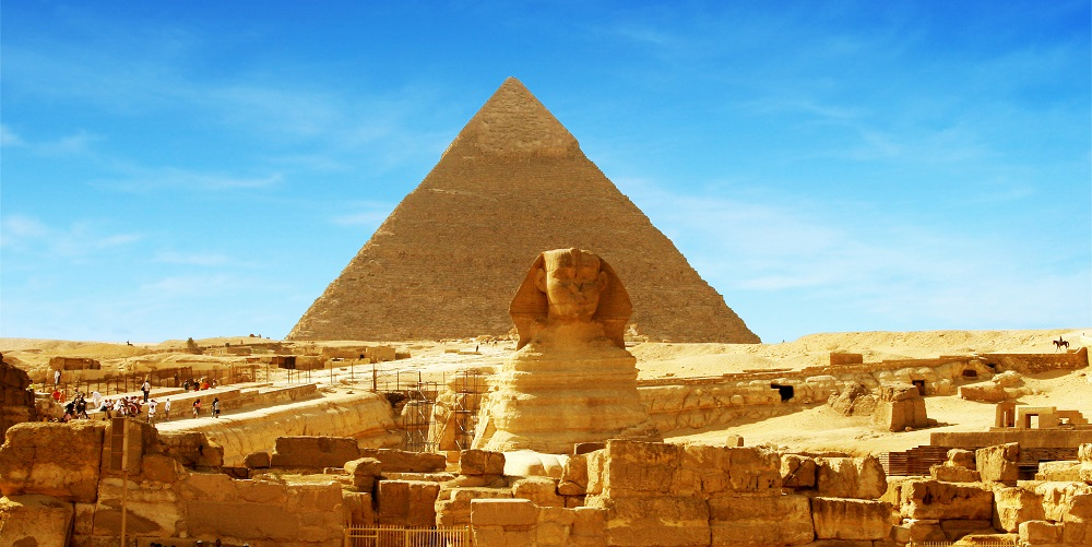 Un fragment de sphinx égyptien denviron 50 centimètres de long qui.