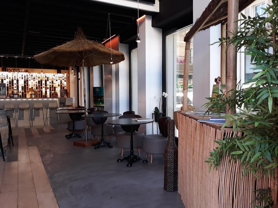 Quand une agence de voyages crée son propre bar... du monde