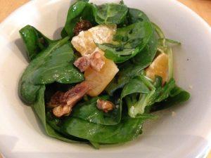 Spinat Salat mit Orangen und Walnüssen