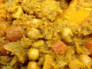 Kürbis Kichererbsen Curry mit roten Zwiebeln