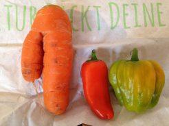 Mehrbeinige Möhre und Mini-Paprika