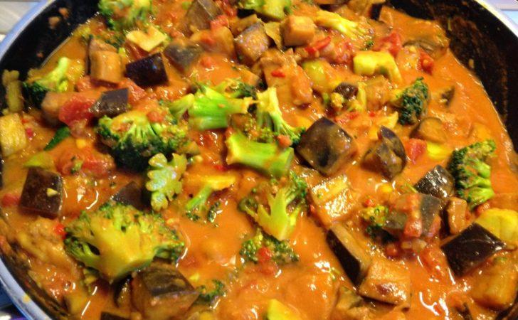 Erdnuss Auberginen Curry mit Brokkoli