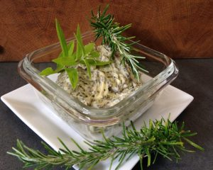 Rosmarin Zitronen Butter mit Knoblauch