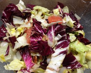 Zuckerhut Salat mit Radicchio, Grapefruit und Pekankerne
