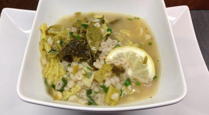 Wirsing Suppe mit Graupen, Zitronen und Ingwer