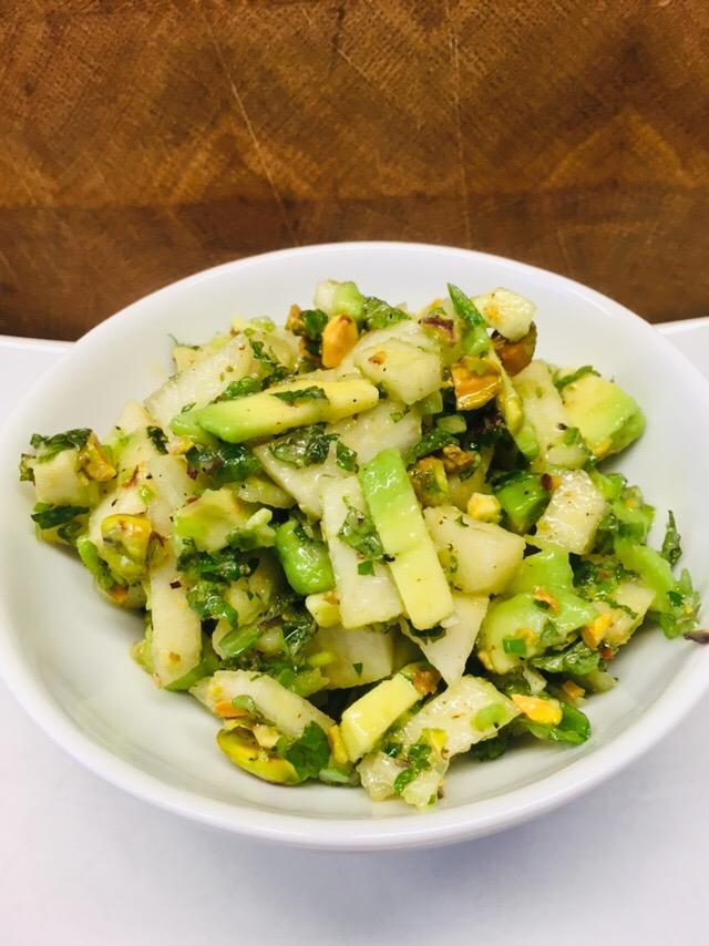 Avocado Birnen Salat mit Pistazien, Minze und Koriander