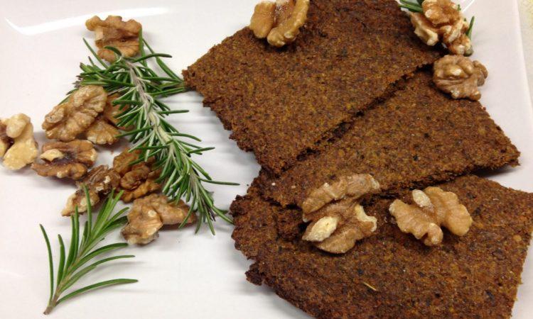 Rohkost Brot mit Walnüssen, Hanfsamen und Möhren