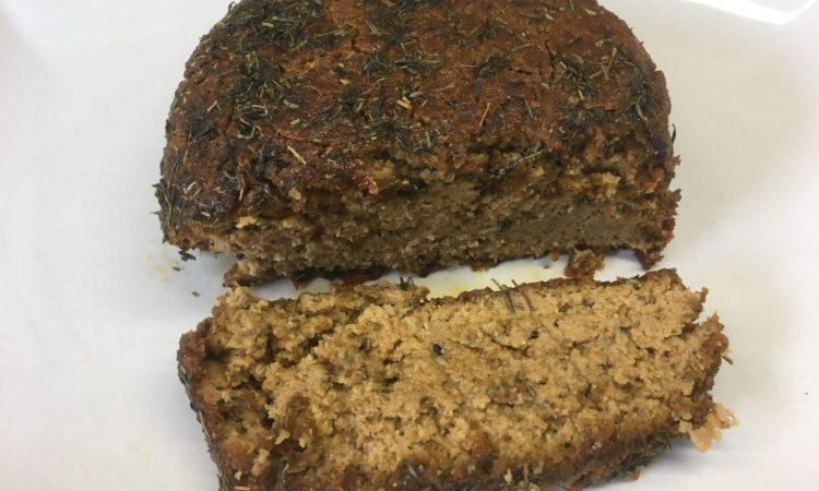 Veganer Käse aus Sesam mit Honig-Thymian Kruste