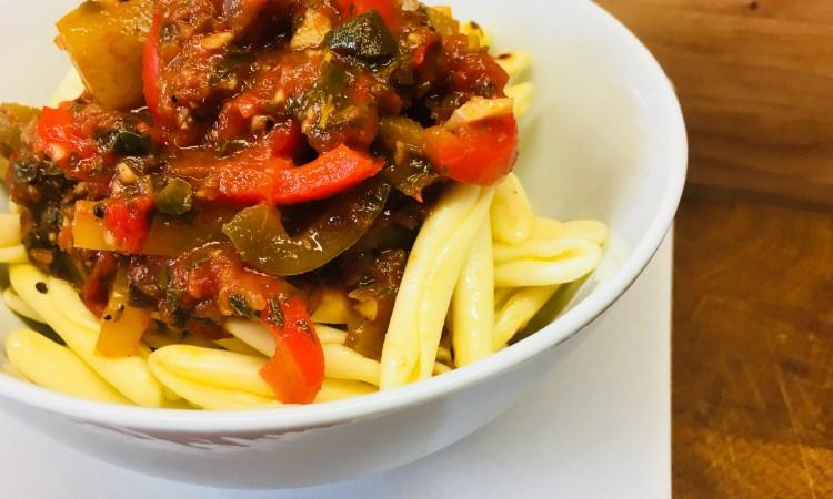 Fruchtige Peperonata Sauce für Pasta