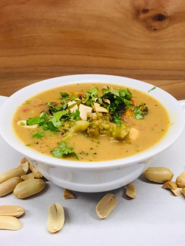 Erdnuss Suppe mit Nudeln, Miso und Shiitake Pilzen