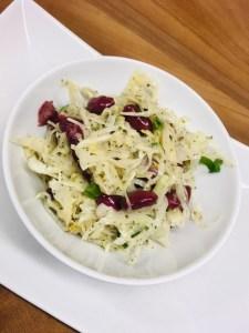 Krautsalat mit Kidney Bohnen und Miso Dressing