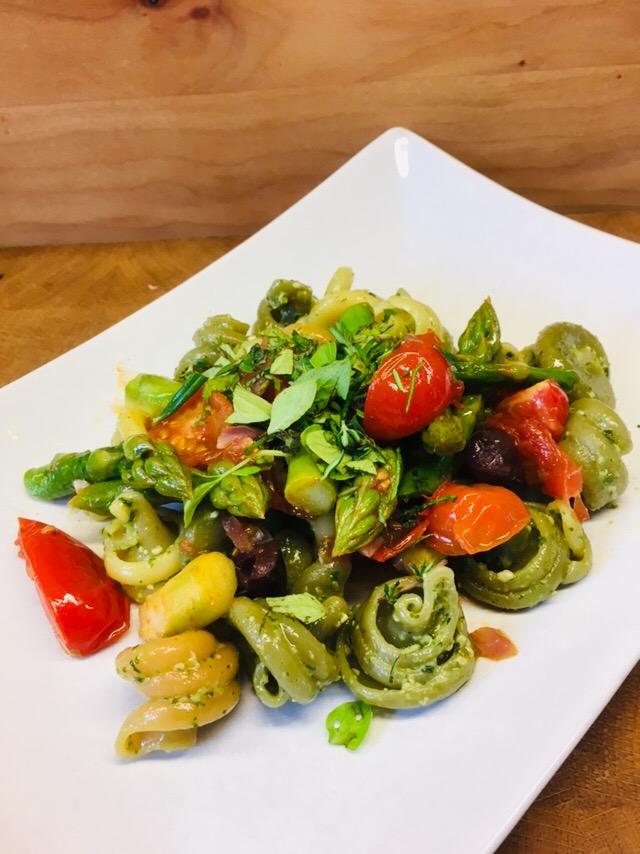 Pasta mit Pesto und Spargel