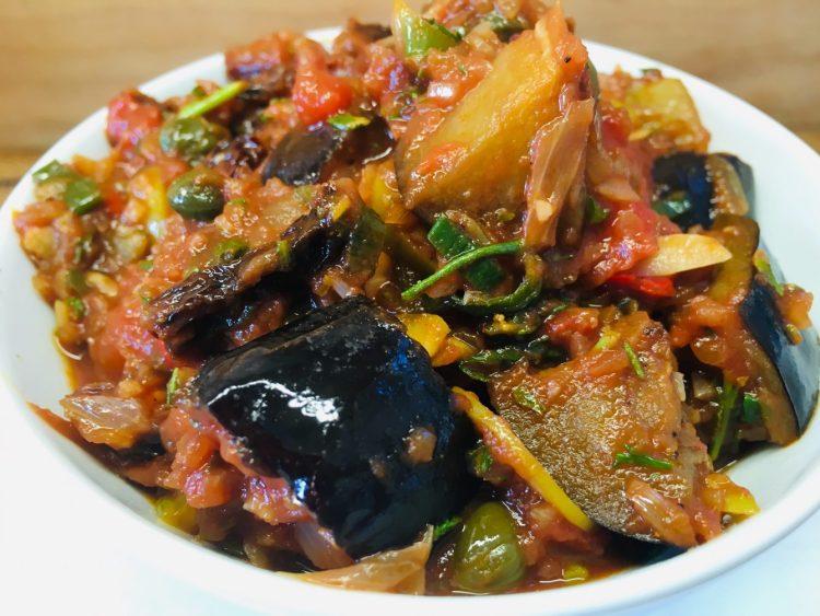 Caponata Siciliana - Sizilianischer Auberginen Dip mit Tomaten, Oliven und Kapern