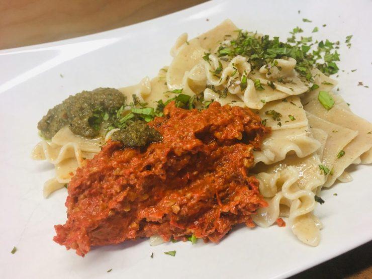 Pasta mit Paprika Pesto Rosso Sauce