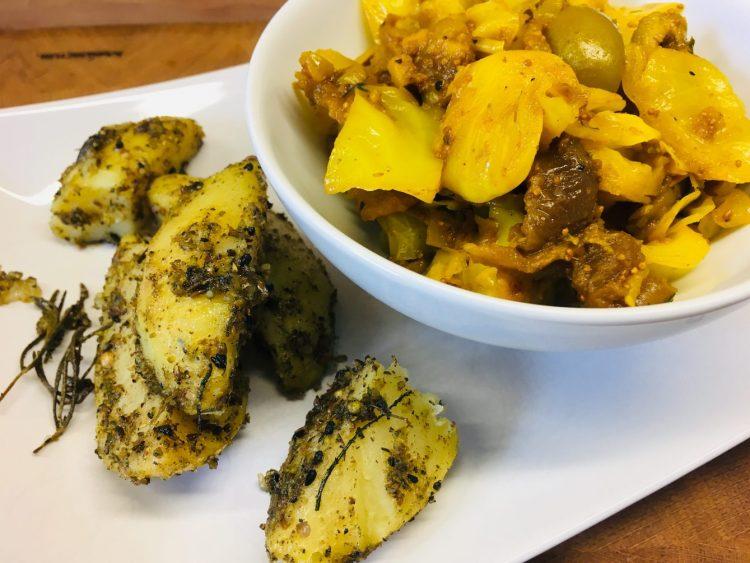 Spitzkohl mit Feigen, Oliven und Chili Und Gewürz-Kartoffeln