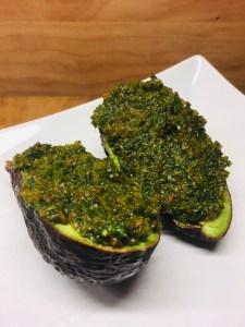 Avocado mit Karotten-Ingwer-Koriander Dip