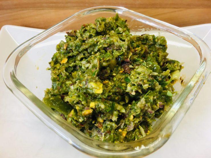 Grüne Bohnen Dip mit Tomaten und Pistazien
