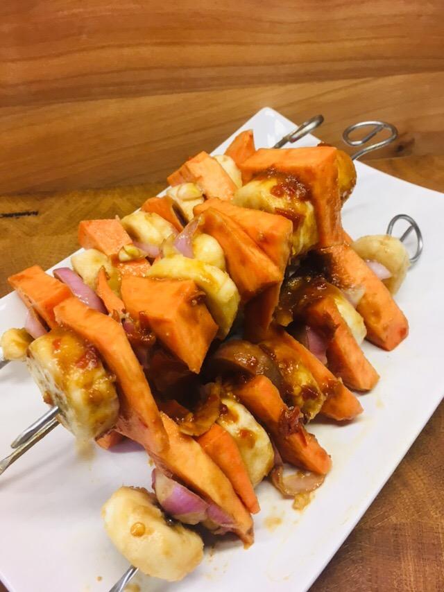 Marinierte Süßkartoffel Bananen Spieße