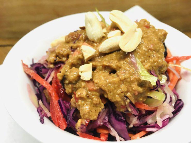 Asiatischer Krautsalat mit Erdnuss Ingwer Dressing