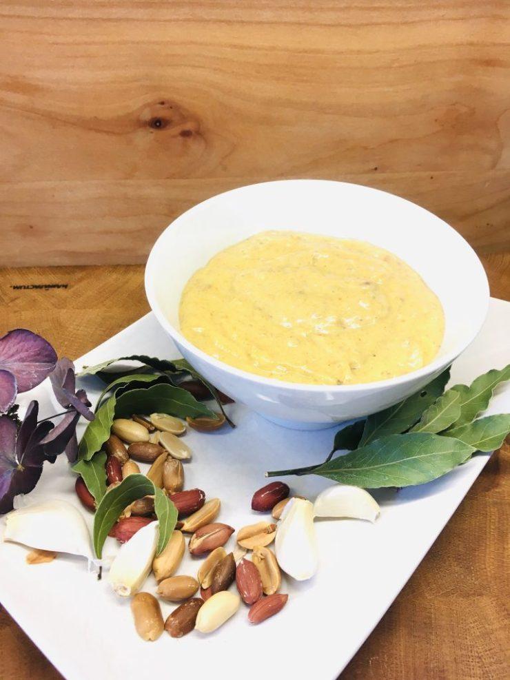 Bananen Curry Dip mit Erdnussbutter und Schalotten