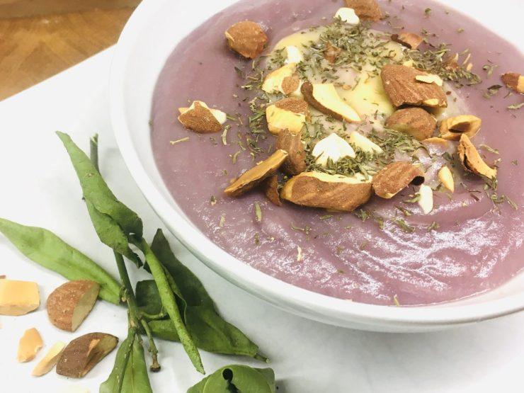 Purple Pastinaken Birnen Suppe mit Lila Kartoffeln