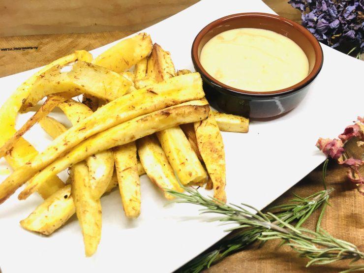 Pastinaken und Süßkartoffel Pommes mit Mandel Trüffel Mayonnaise