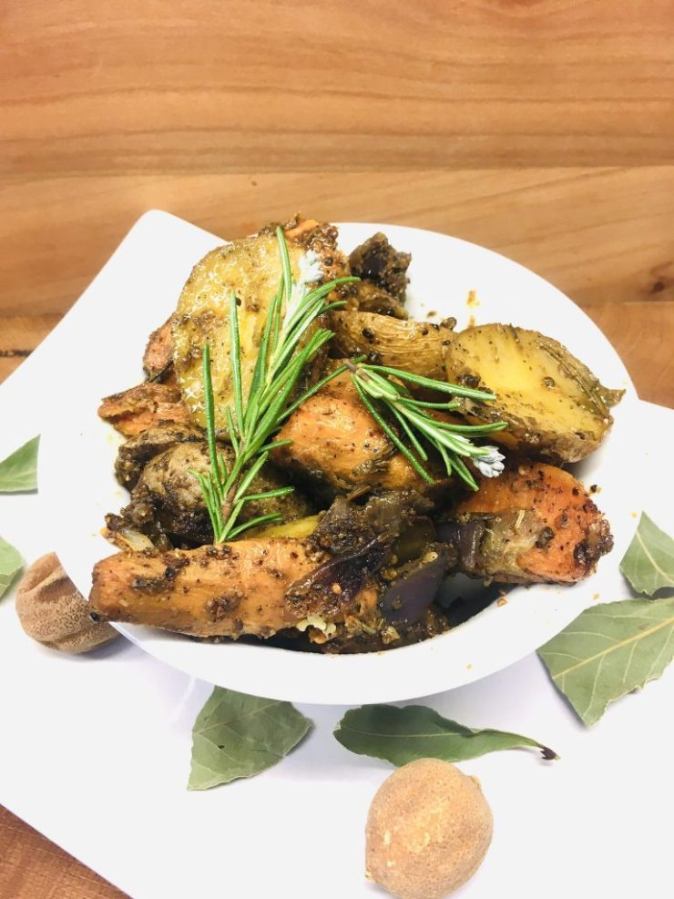 Geröstete Kartoffeln und Süßkartoffeln mit Honig und Rosmarin und der ägyptischen Gewürzmischung Dukkah