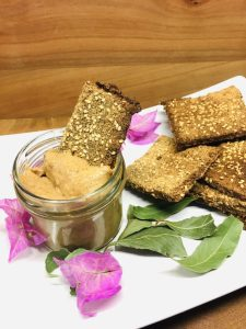 Brokkoli Cracker mit Bananen Erdnuss Miso Butter