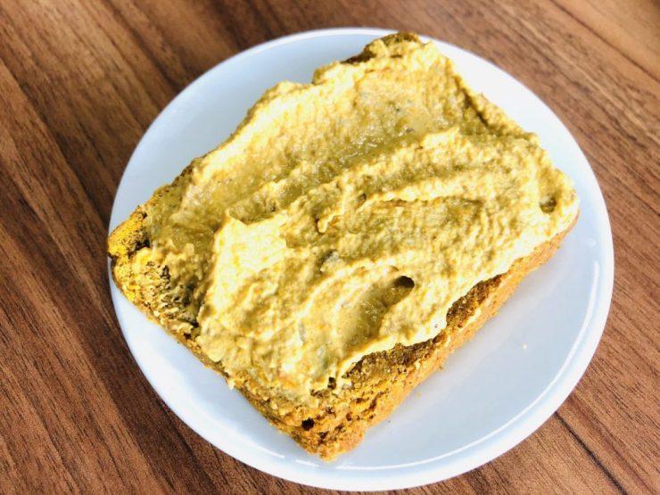 Buchweizen Brot mit Hanf-Butter
