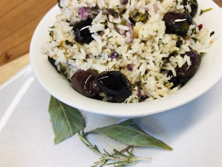 Reis mit Oliven und Kapern